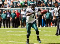 Steelers sign Vick to fill QB need