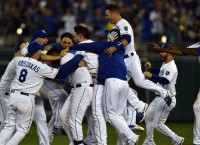 Royals win wild one on Perez walk-off single in 12th
