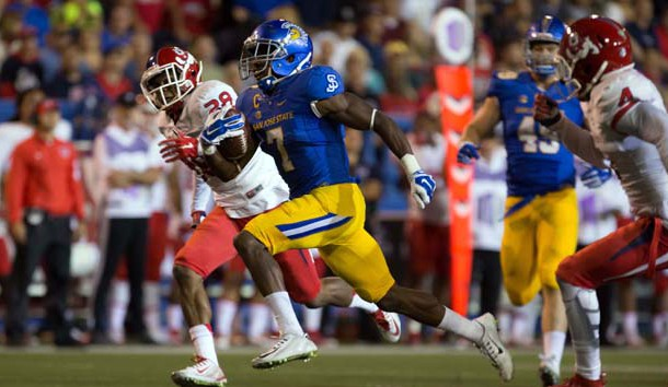 Sep 26, 2015; San Jose, CA, USA; San Jose State Spartans running back Tyler Ervin (7) runs for a touchdown against the Fresno State Bulldogs during the third quarter at Spartan Stadium. Mandatory Credit: Kelley L Cox-USA TODAY Sports