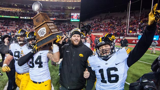 FBS Recaps: No. 4 Iowa gets past Nebraska