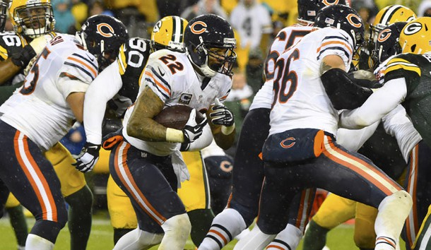 Nov 26, 2015; Green Bay, WI, USA; Chicago Bears running back Matt Forte (22) carries the ball against the Green Bay Packers during the second half for a NFL game on Thanksgiving at Lambeau Field. Mandatory Credit: Mike DiNovo-USA TODAY Sports