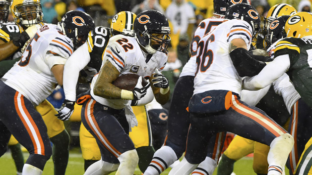 Bears stay hot, beat Pack as Favre's No. 4 retired