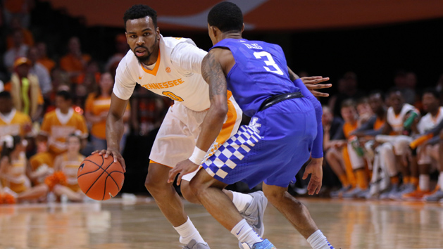 Top 25 Roundup: Kentucky loses 21-point lead, game