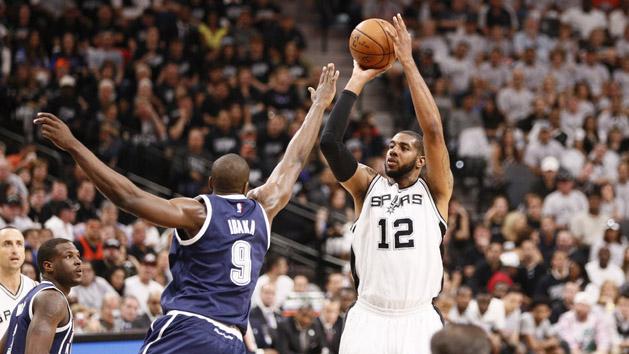 Spurs (1-0) hammer Thunder behind Aldridge's 38