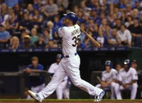 Cain, Hosmer carry Royals past Rays