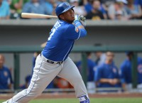 Cardinals acquire OF Martinez from Royals