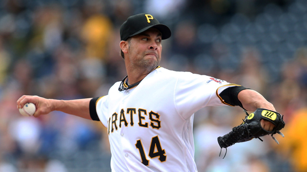 Pirates RHP Vogelsong hit in face, carted off