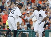 MLB Recaps: Upton belts 200th HR in Tigers win