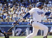 Dodgers scratch for late run to upend Cubs