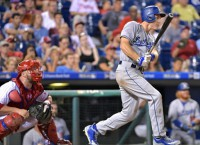 Utley belts two HRs to carry Dodgers past old team