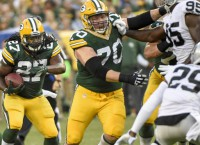 Lacy powers Packers past Raiders
