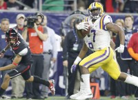 FBS Notes: LSU RB Fournette injures ankle