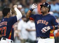 Astros' Valbuena (hamstring) out for season