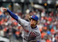 Syndergaard, Mets blank Giants to split series
