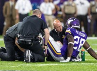 Vikings' Peterson leaves with knee injury