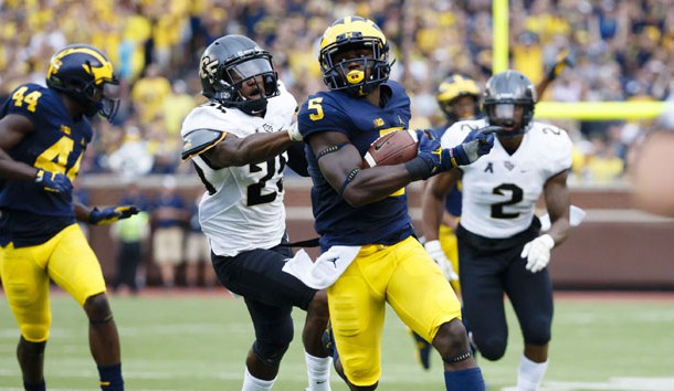 Sep 10, 2016; Ann Arbor, MI, USA; Michigan Wolverines linebacker Jabrill Peppers (5) runs the ball on a punt return in the second quarter against the UCF Knights at Michigan Stadium. Photo Credit: Rick Osentoski-USA TODAY Sports