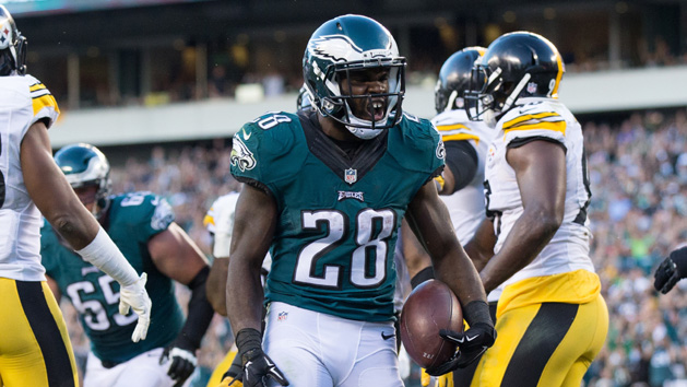 Rookie RB Smallwood coming up large for Eagles