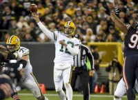 Rodgers sets Pack completion record in W over Bears