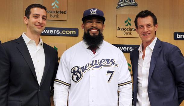 Brewers sign Eric Thames, designate slugging 1B Chris Carter