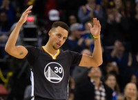 Warriors romp past Suns