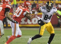NFL Notebook: Steelers Brown evaluated for injury