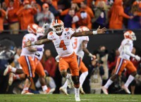 Clemson climbs to title with last-second TD