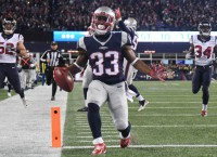 Lewis' 3-TD outing leads Pats past Texans