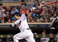 Braves reach one-year deal with catcher Suzuki