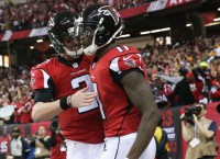 Ryan, Jones lead Falcons to blowout win over Packers