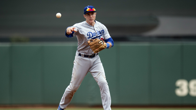 Dodgers re-sign 2B Utley at 38