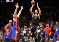 NBA Recaps: One Lopez beats buzzer, other brawls
