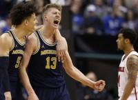 NCAA Recaps: South Carolina, Michigan pull upsets