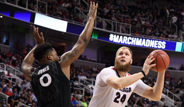 Mar 25, 2017; San Jose, CA, USA; Gonzaga Bulldogs center Przemek Karnowski (24) shoots against Xavier Musketeers forward Tyrique Jones (0) during the second half in the finals of the West Regional of the 2017 NCAA Tournament at SAP Center. Photo Credit: Kyle Terada-USA TODAY Sports