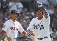 MLB Notes: Royals' Perez avoids serious knee injury