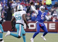 Bills' Taylor took significant pay cut to stay with team