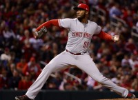 Reds complete 3-game sweep of Pirates