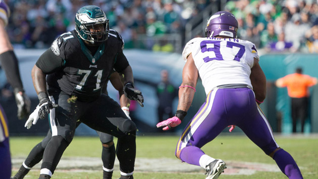 NFL Notebook: Eagles sign Peters to extension