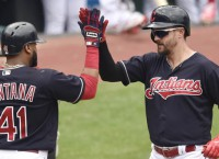 Chisenhall (2 HRs) helps Indians sweep Twins