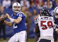 NFL Notes: Colts QB Luck tells fans to keep calm