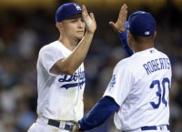 Dodgers activate SS Seager from IL