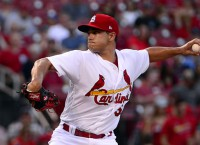 Mariners acquire LHP Gonzales from Cardinals