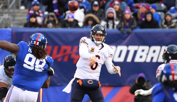 Nov 20, 2016; East Rutherford, NJ, USA;  Chicago Bears quarterback Jay Cutler (6) passes the ball during the third quarter against the New York Giants at MetLife Stadium. Photo Credit: Robert Deutsch-USA TODAY Sports