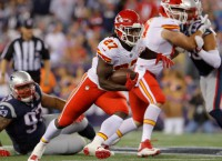 Chiefs rookie Hunt shrugs off fumble, scores 3 TDs