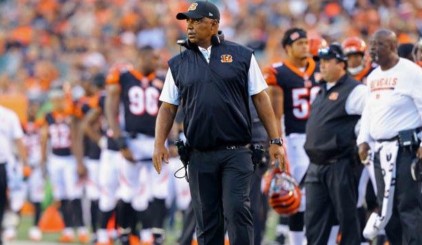 Aug 19, 2017; Cincinnati, OH, USA; Cincinnati Bengals head coach Marvin Lewis works the sideline against the Kansas City Chiefs in the first half at Paul Brown Stadium. Photo Credit: Aaron Doster-USA TODAY Sports