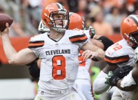 Browns QB Hogan replaces Kizer as starter