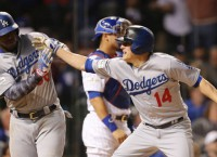 Hernandez belts 3 HRs; Dodgers win NL pennant