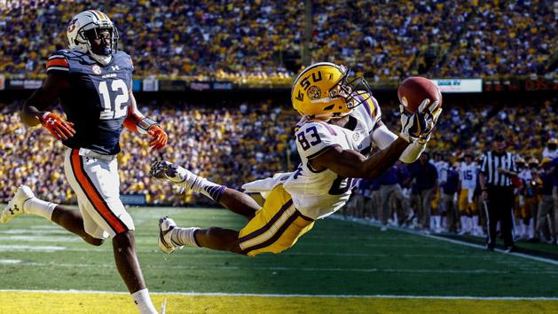 Top 25 Recaps: LSU upsets Auburn, Sooners hold on