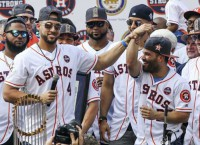 MLB Notes: Thousands celebrate at Astros' parade