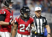 Falcons' Freeman, Cowboys' Lee leave with injuries