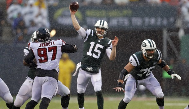 Oct 29, 2017; East Rutherford, NJ, USA; New York Jets quarterback Josh McCown (15) passes against the Atlanta Falcons during the third quarter at MetLife Stadium. Photo Credit: Adam Hunger-USA TODAY Sports